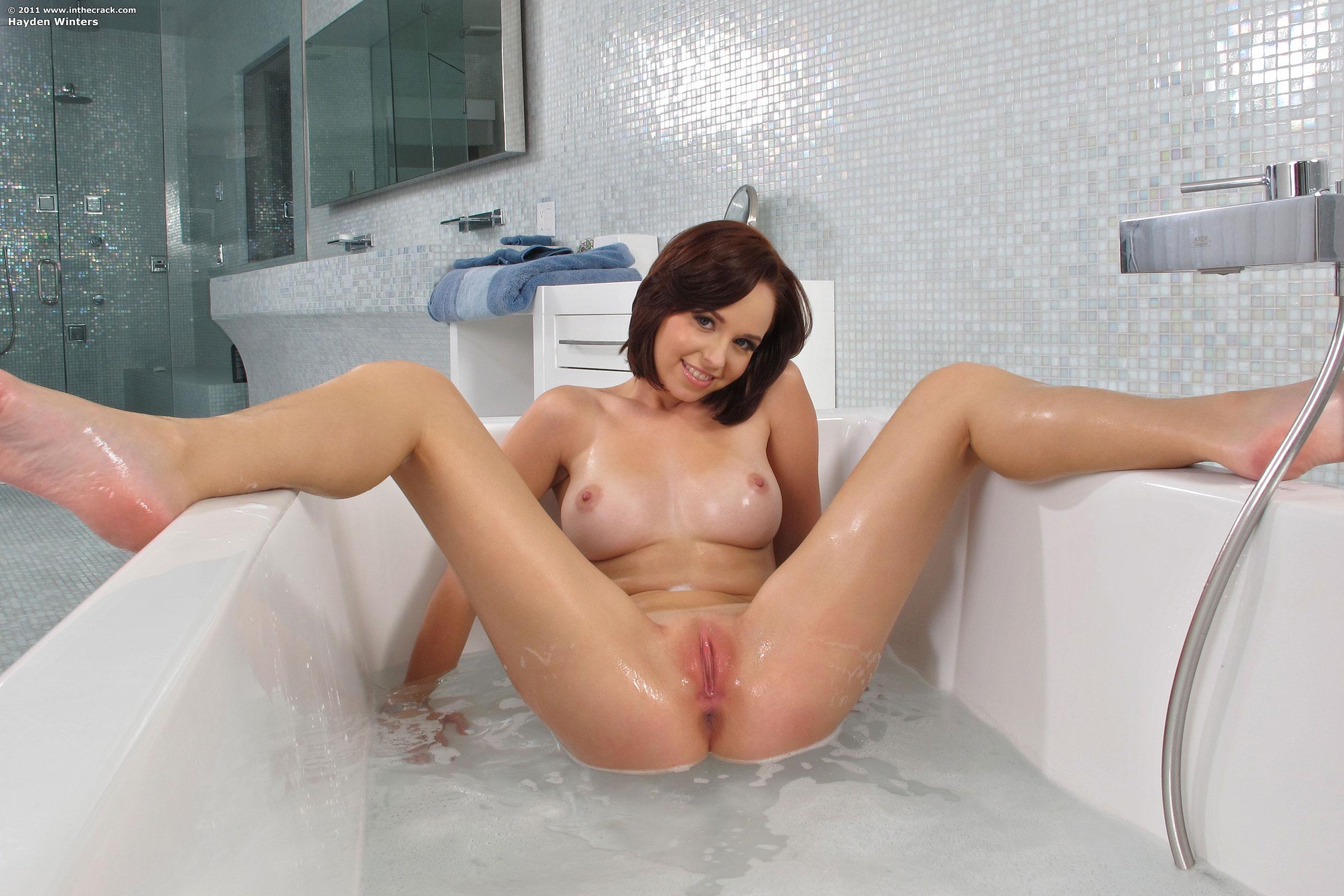 Принимает душ hayden winters порно