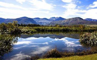 Фото бесплатно озеро, гладь, отражение, берег, растительность, горы