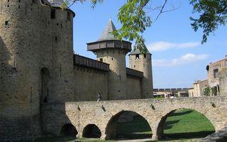 Заставки замок, крепость, башни, стены, мост, люди