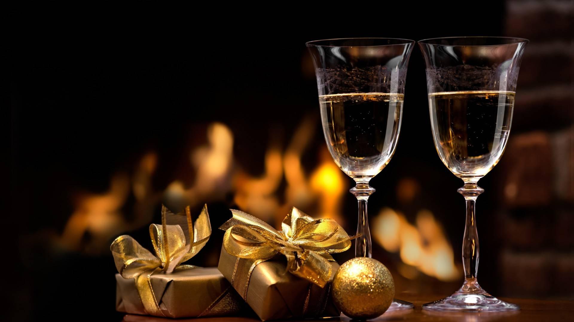 бокалы, подарки, новый год