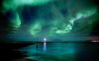 Фото бесплатно Маяк, столбы, северное сияние