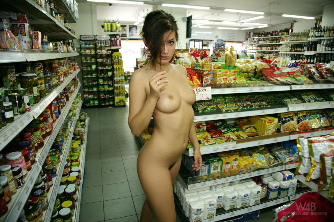 раздеваются в магазине видео получила щель, получила