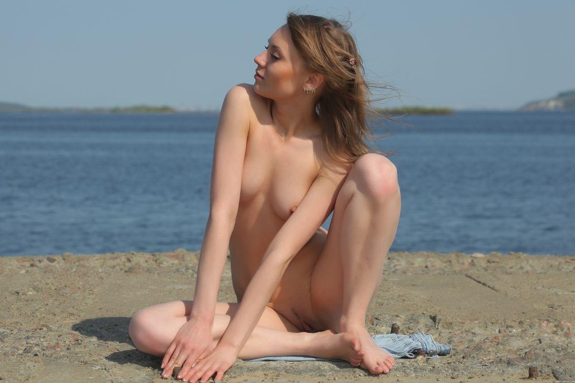 Аврил Б выставляет свое красивое тело · бесплатное фото