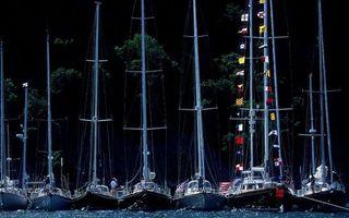 Фото бесплатно море, мачты, флаги