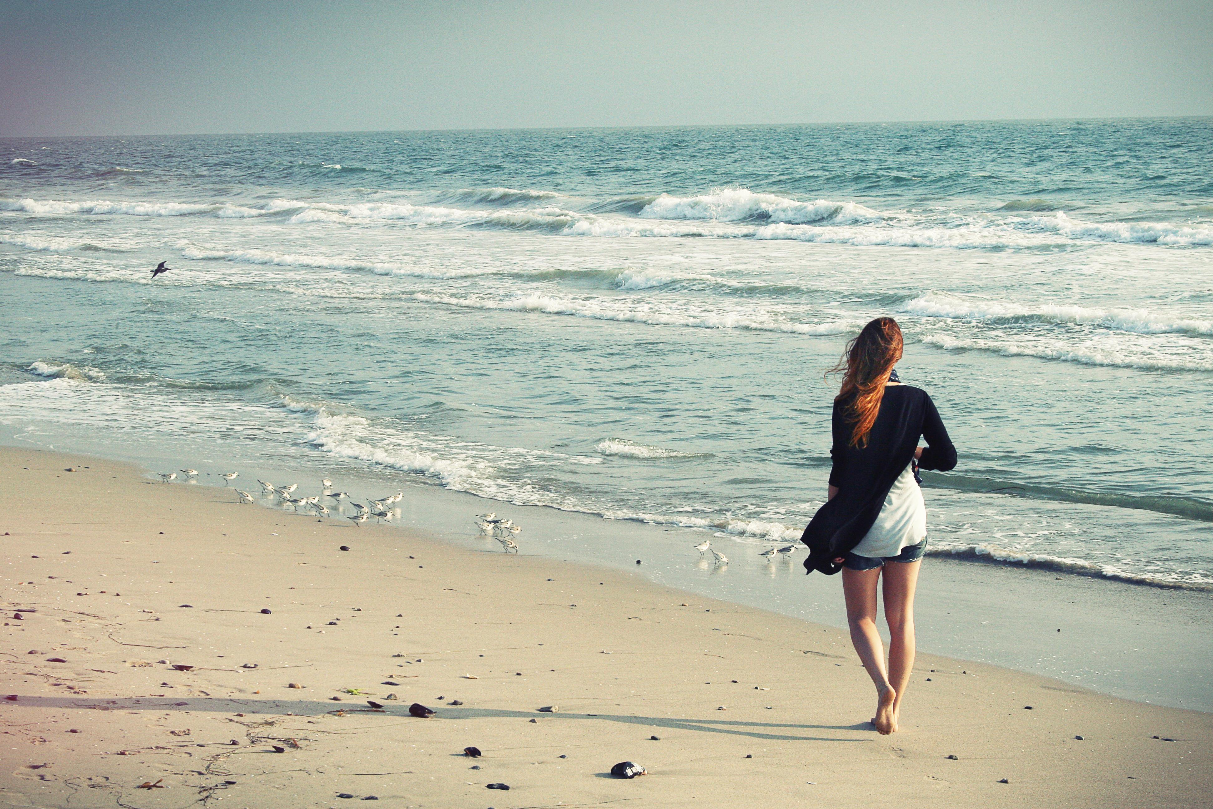 Обои море, волны, пляж, девушка