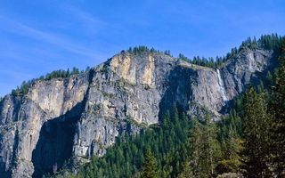 Бесплатные фото горы,скалы,камни,водопад,деревья,лес,небо