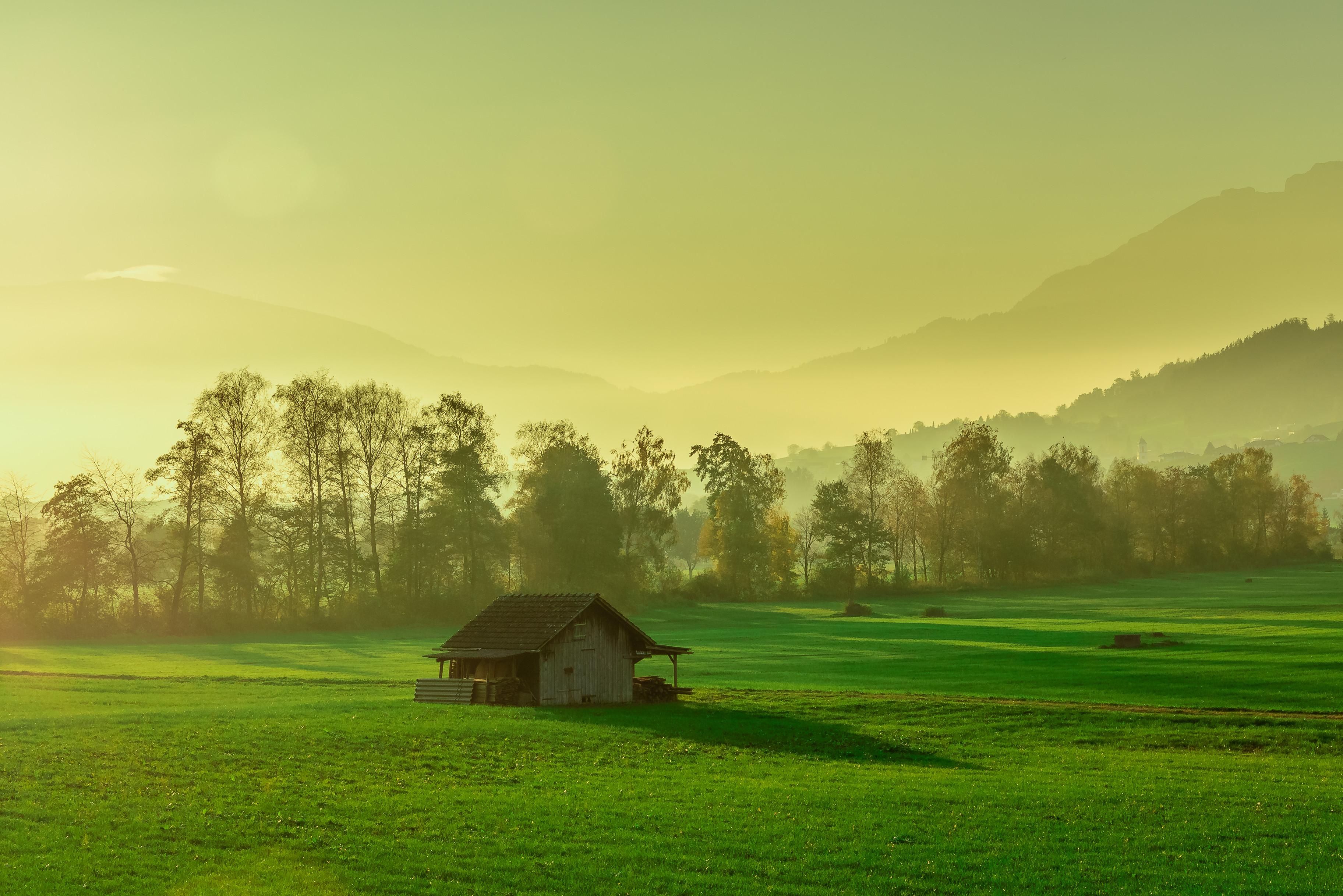 обои закат, поле, горы, домик картинки фото