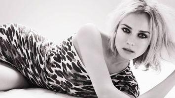 Бесплатные фото блондинка,глаза,губы,макияж,платье,черно-белое