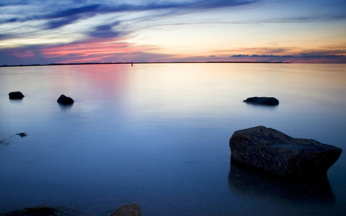 Фото бесплатно озеро, камни, горизонт - на рабочий стол