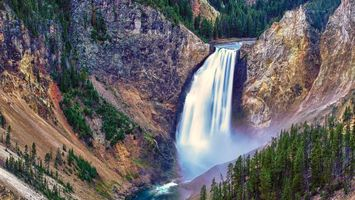 Photo free waterfall in gorge, canyon, cliff
