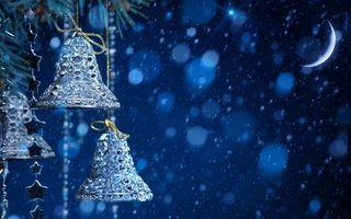 Фото бесплатно Рождественские колокольчики, луна, снег, блики, звёзды