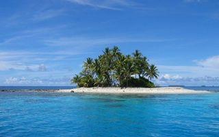 Фото бесплатно тропики, море, остров, песок, пальмы, небо