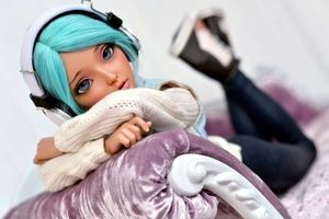 Photo free girl, doll, headphones