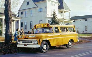 Обои шевроле, школьный автобус, желтый, дорога, дети, здание