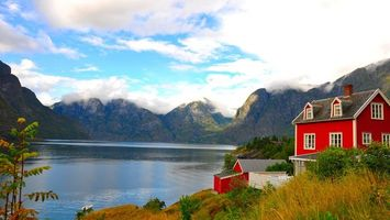 Бесплатные фото берег,дом,красный,растительность,горы,озеро,лодка