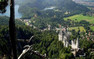 Бесплатные фото горы,деревья,замок,городок,дома,озера