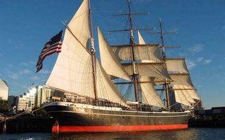 Бесплатные фото город,пристань,корабль,мачты,паруса,флаг сша