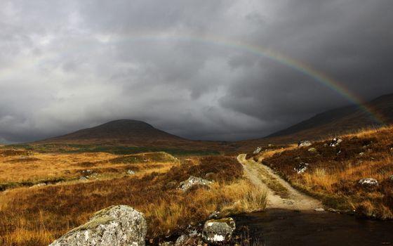Бесплатные фото дорога,камни,трава,горы,тучи,радуга
