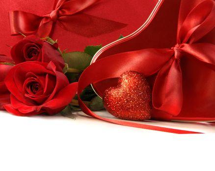 Фото бесплатно роза, красные бутоны, одинокая роза
