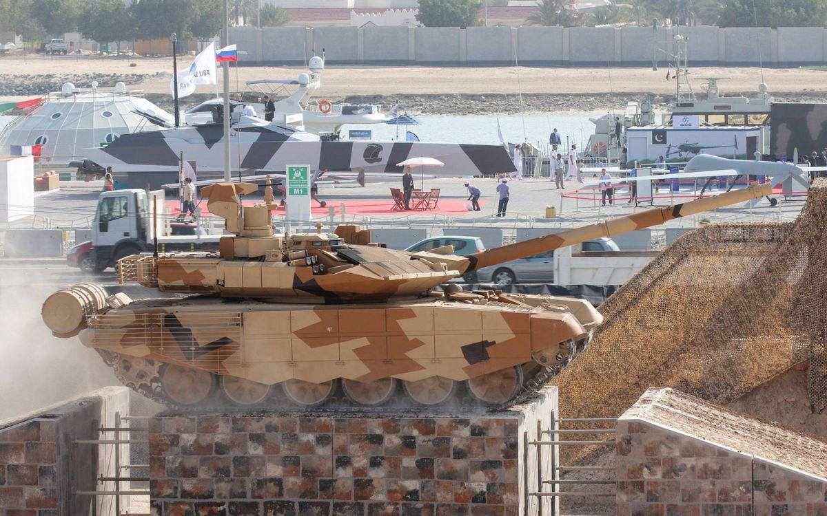 Фото бесплатно танк, башня, пушка, дуло, пулемет, броня, гусеницы, дым, выставка вооружений, автомобили, люди, оружие