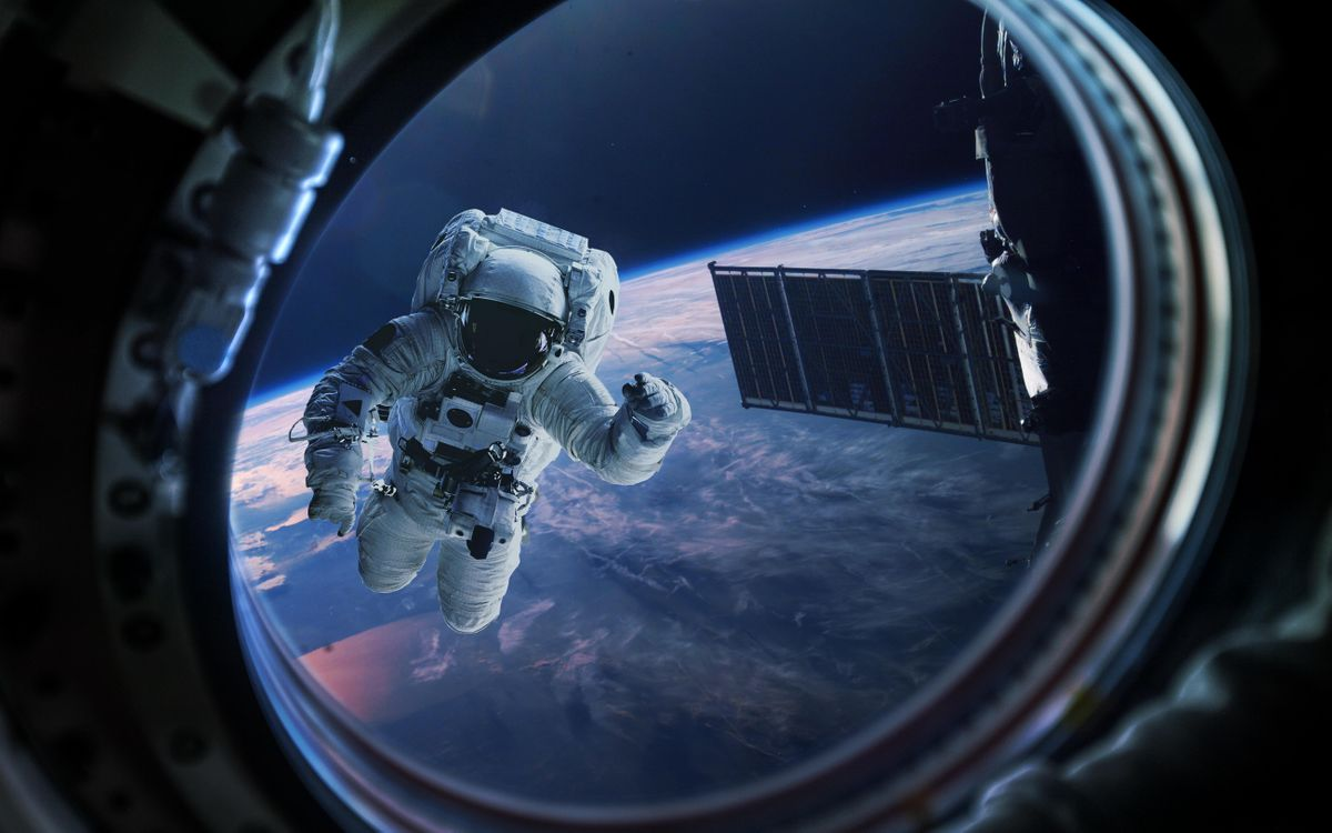 Photos for free space, planet, astronaut - to the desktop