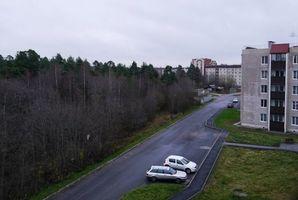 Бесплатные фото Приозерск,дома,парковка,машины,лес,деревья