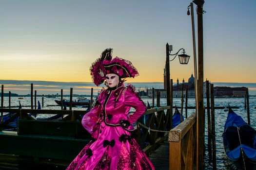 Photo free style, carnival in venice, Venetian costume