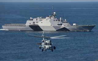 Бесплатные фото военный корабль,палуба,антенны,вооружение,море,вертолет,полет