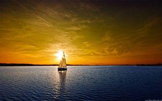 Обои море, яхта, парус, горизонт, побережье, небо, солнце, закат