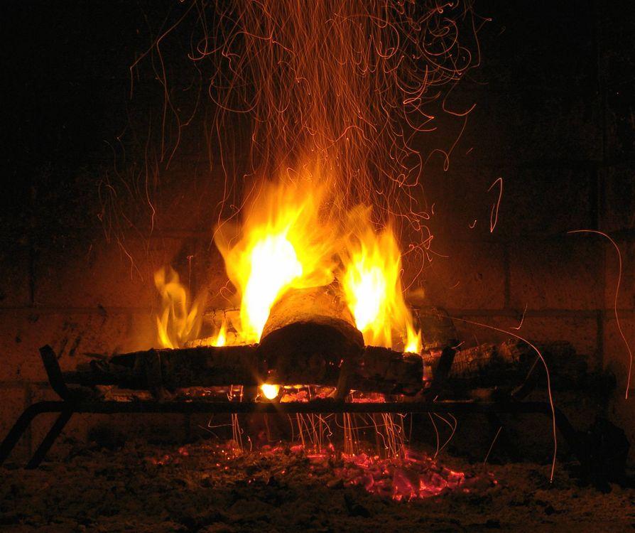 Обои камин, печь, огонь, дрова, пламя, костёр, угли на телефон | картинки разное - скачать
