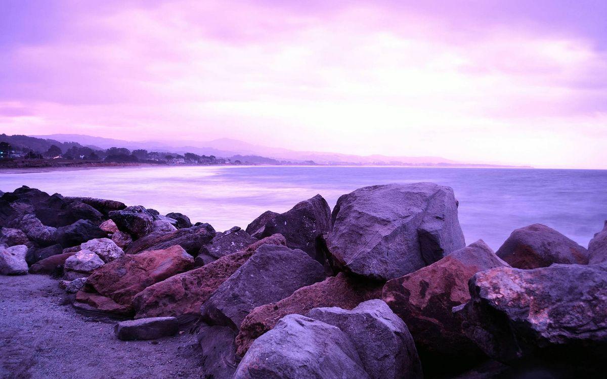 Обои берег, камни, валуны, песок, море, горизонт, горы картинки на телефон