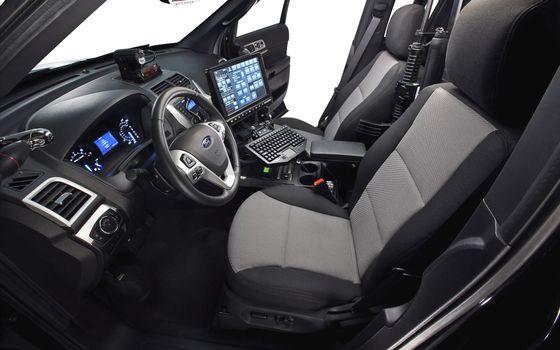 Бесплатные фото полицейский форд,салон,руль,панель приборов,сиденья,компьютер,автомат