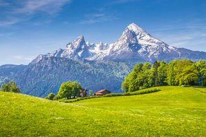 Бесплатные фото поле,горы,холмы,деревья,домик,пейзаж